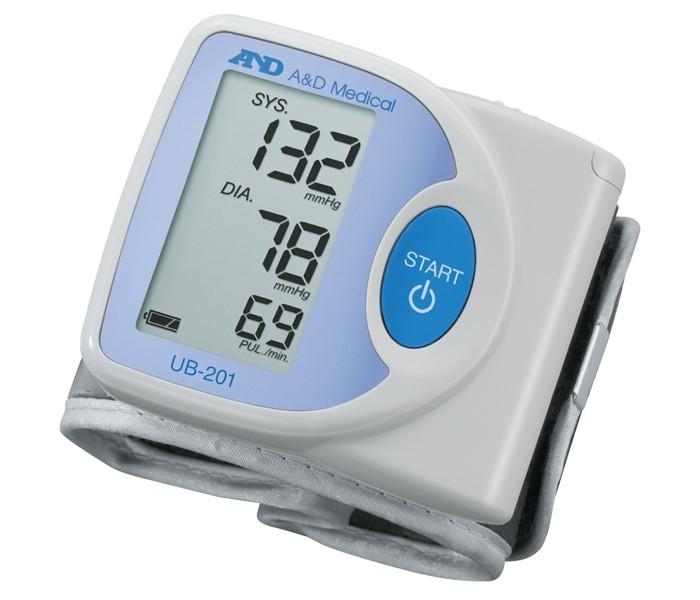 A&amp;D Тонометр на запястье UB-201Тонометр на запястье UB-201A&D Тонометр на запястье UB-201 автоматический.  Особенности: Тонометр предназначен для измерения и контроля артериального кровяного давления и пульса в плечевой артерии у взрослых.  При помощи автоматического прибора для измерения давления крови вы сможете быстро и без посторонней помощи в бытовых условиях провести измерение давления и пульса и сохранить данные, а так же вывести ранее сохраненные данные и средние значения.  Манжета 13,5 - 21,5 см Гарантия 10 лет Компактный и легкий Трехстрочный дисплей Управление одной кнопкой<br>