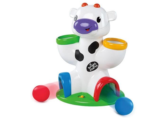 Развивающая игрушка Bright Starts Веселая короваВеселая короваBright Starts Развивающая игрушка Веселая корова 52175  Веселая коровка с мячами - в комплекте 3 разноцветных мячика, которые можно бросать в отверстия в голове и лапах коровки и наблюдать, как они выкатываются, а коровка при этом издает различные смешные звуки. Развивает координацию рук и зрения ребенка.<br>