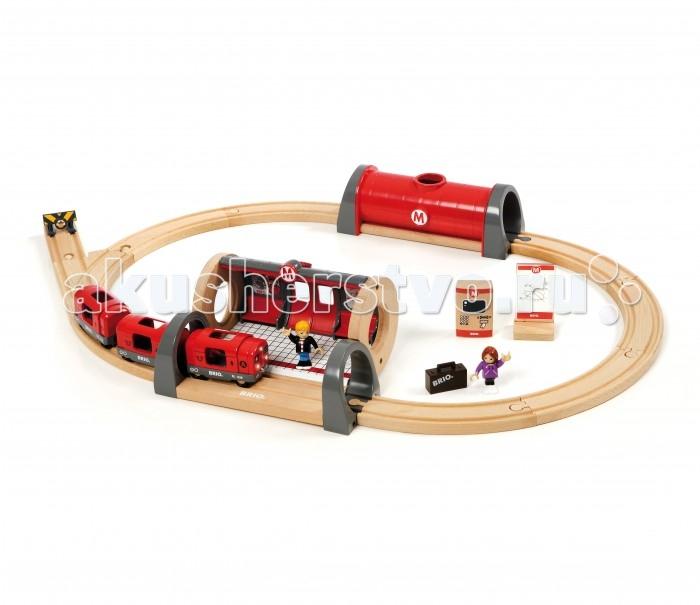 Brio Железная дорога МетроЖелезная дорога МетроBrio Железная дорога Метро - это отличная возможность для ребенка побыть начальником метрополитена.  Особенности: В комплекте к набору есть все необходимое для увлекательного подземного путешествия - железная дорога, туннель, тупик, остановка со скамейкой, фигурки пассажиров с багажом, билетная касса и, непосредственно, сам железнодорожный состав.  Поезд имеет световые и звуковые эффекты, совсем как у настоящего состава метро; благодаря батарейкам он передвигается самостоятельно без помощи ребенка. Многочисленные тематические фигурки разнообразят игру, делая ее интересной и увлекательной. Игровой набор Метро совместим с другими железными дорогами Brio.  Все игрушки из набора выполнены из качественных материалов, окрашены нетоксичными красками, тщательно отшлифованы и не имеют острых углов.  Комплект: рельсы, состав метро, туннель, тупик, табло, стрелка, пассажиры с багажом, станция.  Размер игровой площадки: 64 х 45 см.<br>