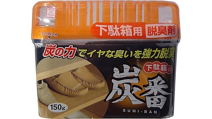 Бытовая химия Kokubo Дезодорант-поглотитель неприятных запахов, с древесным углём, для обувных шкафов 150 г kokubo поглотитель запаха в гелевых шариках shosyuс запахом персика 150 г