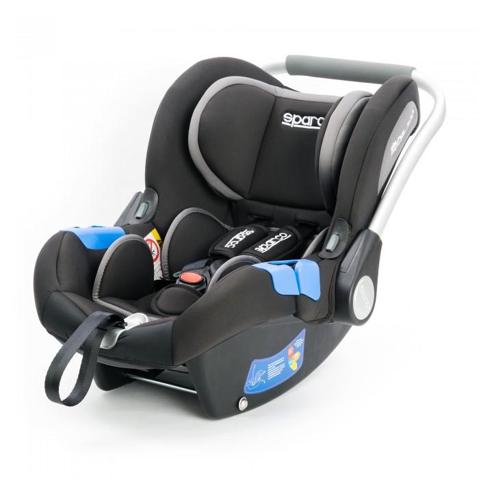Автокресло Sparco F300KF300KДетское автокресло Sparco F300K  разработано итальянскими дизайнерами под строгим контролем опытных специалистов в области детской ортопедии.  Его формы и конструктивные линии повторяют контуры тела, снимая нагрузки с позвоночника, эргономичные ремни с мягкими широкими накладками позволяют с комфортом перевозить малыша в любое время года.  Среди преимущественных достоинств детского автокресла Sparco F 300 K можно также отметить широкое удобное сидение, наличие солнцезащитного козырька, выраженной боковой защиты и анатомической подушки, возможность использовать в качестве качалки и переноски.  Съемный мягкий чехол, выполненный из износостойких гипоаллергенных материалов, легко очищается от любых загрязнений, после стирки и высыхания не деформируется и не теряет яркости цвета.  Крепление и установка.  Детское автокресло Sparco F 300 K устанавливается на заднем сидении автомобиля в положении – против хода движения посредством внешних трехточечных ремней. Благодаря предусмотренным направляющим, расположенным на задней стенке автокресла, можно проконтролировать правильность натяжения ремней безопасности. Это придает максимальную фиксацию люльки в неподвижном состоянии – равносильно креплению Isofix.<br>