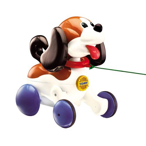 Каталки-игрушки Tomy интерактивный Щенок 3862 каталки tomy музыкальная каталка на веревочке щенок марли гармошка tomy