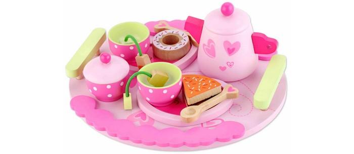 Деревянная игрушка Classic World Столовый набор Чайная вечеринкаСтоловый набор Чайная вечеринкаЧайная вечеринка это большой и стильный чайный набор посуды, с его помощью можно организовать настоящую чайную вечеринку для кукол или пригласить в гости их друзей и угостить изысканными пирожными и вкусным чаем.  Набор изготовлен из экологически чистого дерева с использованием безопасных для здоровья ребенка красок.  В него входит чайник, 2 чашки, 2 ложки, 1 большой поднос, 3 тарелочки,  2 пакетика с чаем, 3 десерта, сахарница.  Набор изготовлен из экологически чистого дерева с использованием безопасных для здоровья ребенка красок.<br>