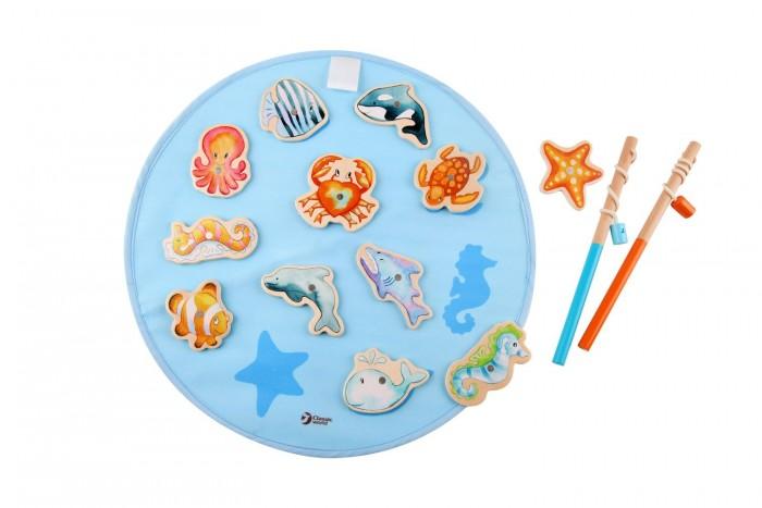 Classic World Магнитная игра Удачная рыбалкаМагнитная игра Удачная рыбалкаУдачная рыбалка не выходя из дома.  Девять красочных обитателей морского дна и 2 стильные удочки подарят ребенку яркие впечатления. Благодаря этой игре ребенок в ненавязчивой форме развивает ловкость, внимательность, координацию движений.  Игра изготовлена из экологически чистого дерева с использованием красок, безопасных для здоровья ребенка.<br>