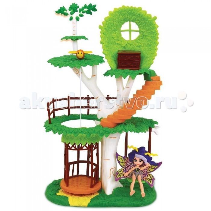Fairykins Игровой набор - Фея Вольтесса и Домик-деревоИгровой набор - Фея Вольтесса и Домик-деревоИгровой набор FairyKins Фея Вольиесса и Домик-дерево от - это сказочное жилище юных эльфов. Набор включает в себя фигурки волшебных героев и дерево, на котором они живут. Ребенку понравится такой набор: на необычном, нереальной красоты дереве есть лифт, на котором можно спускать и поднимать фигурки, а также ступеньки на спиральной лестнице. Теперь малыш может вволю применять свою богатую фантазию, придумывать сказрчные истории и разыгрывать сюжеты для этих персонажей. Игрушки данного набора исполнены в превосходном качестве, у каждой из фигурок эльфов двигаются конечности и голова.  Комплектация набора:   Фея Вольтесса; Сказочный 3х уровневый домик-дерево (с винтовой лестницей, поднимающимся лифтом и качающимися качелями). Аксессуары;  Особенности:  Размер упаковки: 20.3 х 11.4 х 34,3 см Высота фигурки: 9 см<br>