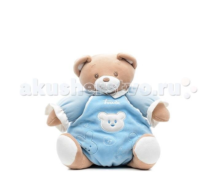 Мягкая игрушка Trudi Мишка в голубом платье со звуком 25 смМишка в голубом платье со звуком 25 смМягкая игрушка Trudi Мишка в голубом платье со звуком 25 см выполнен из нежного материала цвета беж. На мордочке мишки вышиты глаза, брови, нос, улыбающийся рот.   Если нажать на живот мишки, можно воспроизвести ревущий звук. Голубое платье украшено логотипом - Trudi и мордочками зверей (мишек, кошек).   Отсутствие пластиковых деталей, малые размер и вес игрушки позволяют использовать ее детям раннего возраста.<br>