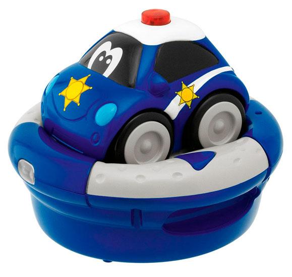 Chicco Полицейская машинаПолицейская машинаПолицейская Машина Chicco с зарядным устройством и р/у Спасательные машины, которые очень нравятся маленьким детям, теперь становятся их новыми друзьями для игры с использыванием радиоуправления. Полицейская машина позволяют детям придумывать новые приключения каждый день!  Машинка идет со встроенным аккумулятором и зарядным устройством, с легким для захвата руками рулем, на котором есть две кнопки, одна – чтобы двигаться вперед и другая – чтобы повернуть автомобиль и изменить направление.  Машина ездит на встроенной NiMH аккумуляторной батарее, а инфракрасный руль управляется щелочными батарейками 4х1,5 В АА (не прилагаются).<br>