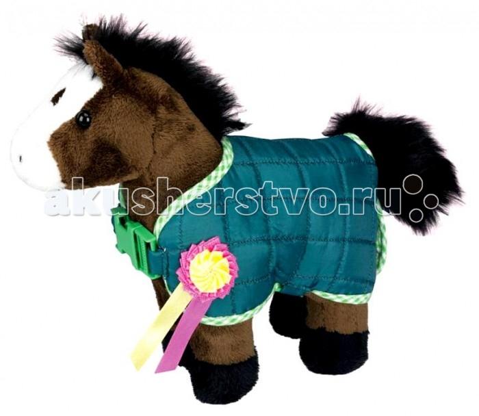 Мягкая игрушка Spiegelburg Плюшевая лошадка Johnny 4490Плюшевая лошадка Johnny 4490Spiegelburg Плюшевая лошадка Johnny 4490 коричневого цвета в зеленой курточке с медалью.   Эта вещь, которая необходима для деток. Маленькая лошадка подойдет как для принцесс разного возраста, так и для юных джентльменов. Таким подаркам ребенок будет несказанно рад.   Игрушечная лошадка по внешнему виду абсолютно ничем не отличается от настоящего животного. Он имеет хвост, гриву, копытца, курточку можно снять.Эта игрушка поможет маленькому человечку разнообразить игры.<br>