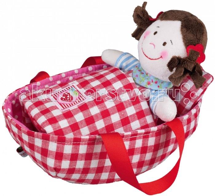 Spiegelburg Кукла Baby Gl&amp;#252;ck 90300Кукла Baby Gl&amp;#252;ck 90300Spiegelburg Кукла Baby Gl&#252;ck 90300 милая небольшая текстильная куколка, которая помещается в корзинку-кроватку с ручками для переноски.   Куколку можно взять с собой на прогулку или покачать ее дома, придумать ей имя или устроить вместе с другими любимыми куколками чаепитие.   Одета она в голубые туфельки и сарафанчик. На голове хвостики. Кроме того, в комплект входит одеяло и подушка для куклы.<br>