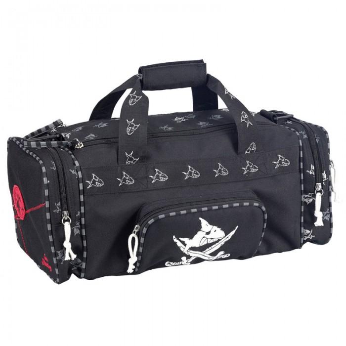 Spiegelburg Спортивная сумка Captn Sharky 30170Спортивная сумка Captn Sharky 30170Стандартная спортивная сумка Capt'n Sharky из прочной нейлоновой ткани черного цвета с принтом акулы. Отлично подойдет для тренировок или путешествий.    Особенности:   Размер: 43 x 18 x 20 см<br>