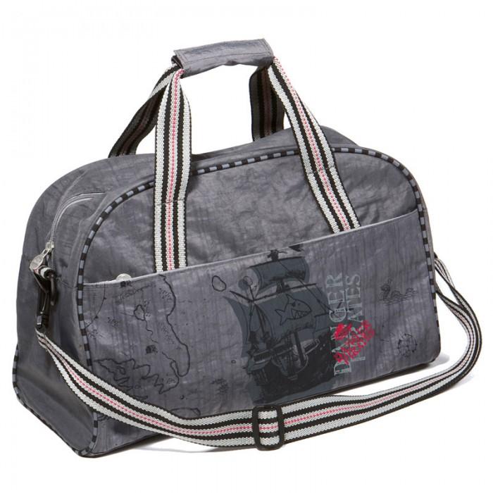 Spiegelburg Спортивная сумка Captn Sharky 30516Спортивная сумка Captn Sharky 30516Большая спортивная сумка Capt'n Sharky для мальчиков! Отличная вещь для повседневной жизни и путешествий. Выполнена из водостойкой нейлоновой ткани с декоративными элементами. Внутри предусмотрены два отделения для удобного хранения обуви и одежды.  Особенности:   Размер: 44 х 28 х 18 см<br>