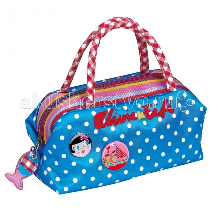 Spiegelburg Сумка Olivia &amp; Fifi 90297Сумка Olivia &amp; Fifi 90297Яркая, красивая сумка-саквояж Olivia & Fifi выполнена из прочного нейлона голубого цвета в белых горох. Имеет различные акценты в виде подвески рыбки и значков с изображением девочки Оливии и собачки Фифи.  Особенности:   Размер: 24 х 12 х 9 см<br>