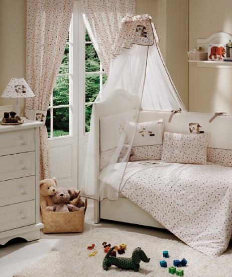 Комплект в кроватку Funnababy My Bear 120х60 (5 предметов)My Bear 120х60 (5 предметов)Комплект для кроватки Funnababy My Bear - высококачественное белье, которое изготавливается из 100% хлопка с наполнителем: силикон.   Белье имеет красивый дизайн, оно украсит кроватку и подарит малышу уютный и здоровый сон.   В комплекте:  Пододеяльник - 100х130 см.  Одеяло - 100х130 см.  Бампер из 4 частей - 120(2)х60(2)  Простынка на резинке  Наволочка - 40х60 см    Особенности:   комплект постельного белья в детскую кроватку из натурального хлопка  постельное белье подойдёт для детской кроватки размером 120х60 см  в дизайне используется авторская вышивка и декоративное шитьё  спокойные и приятные цвета ткани с забавными рисунками не будут раздражать и утомлять глазки вашего ребёнка  нежные и мягкие материалы не будут раздражать нежную кожу ребёнка и не доставят ему неудобства  постельный комплект изготовлен из натуральных и гипоаллергенных тканей, которые создают комфортные условия для спокойного сна Вашего ребёнка  для наполнения защитного бампера, одеяла и подушки используется только экологически чистый наполнитель  данный комплект имеет 4-х сторонний защитный бампер, который защищает Вашего малыша по всему периметру кроватки  простынь с резинкой, которая помогает надежно закрепить ее на матрасе  белье легко стирается в режиме деликатной стирки при температуре 30&#186;С  комплект постельного белья сертифицирован и абсолютно безопасен для новорождённого малыша<br>