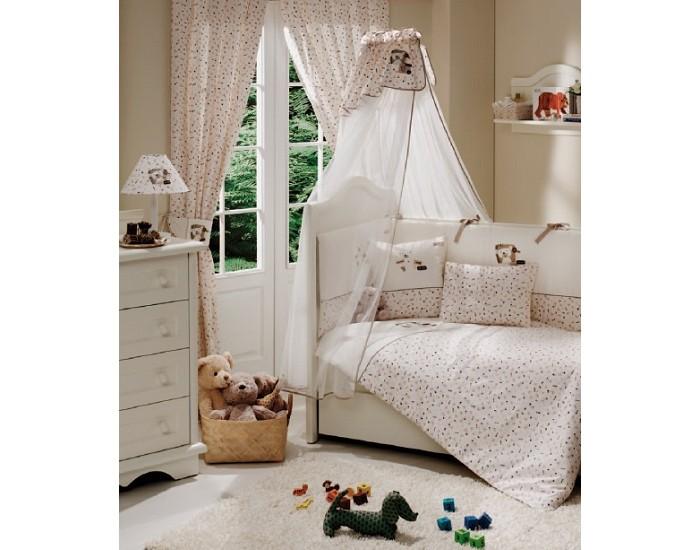 Комплект в кроватку Fiorellino My Bear 125х65 (5 предметов)My Bear 125х65 (5 предметов)Комплект для кроватки Fiorellino My Bear - высококачественное белье, которое изготавливается из 100% хлопка с наполнителем: силикон.   Белье имеет красивый дизайн, оно украсит кроватку и подарит малышу уютный и здоровый сон.   В комплекте:  Пододеяльник - 100х130 см.  Одеяло - 100х130 см.  Бампер из 4 частей - 125х65 см.  Простынка на резинке  Наволочка - 40х60 см    Особенности:   комплект постельного белья в детскую кроватку из натурального хлопка  постельное белье подойдёт для детской кроватки размером 120х60 см  в дизайне используется авторская вышивка и декоративное шитьё  спокойные и приятные цвета ткани с забавными рисунками не будут раздражать и утомлять глазки вашего ребёнка  нежные и мягкие материалы не будут раздражать нежную кожу ребёнка и не доставят ему неудобства  постельный комплект изготовлен из натуральных и гипоаллергенных тканей, которые создают комфортные условия для спокойного сна Вашего ребёнка  для наполнения защитного бампера, одеяла и подушки используется только экологически чистый наполнитель  данный комплект имеет 4-х сторонний защитный бампер, который защищает Вашего малыша по всему периметру кроватки  простынь с резинкой, которая помогает надежно закрепить ее на матрасе  белье легко стирается в режиме деликатной стирки при температуре 30&#186;С  комплект постельного белья сертифицирован и абсолютно безопасен для новорождённого малыша<br>