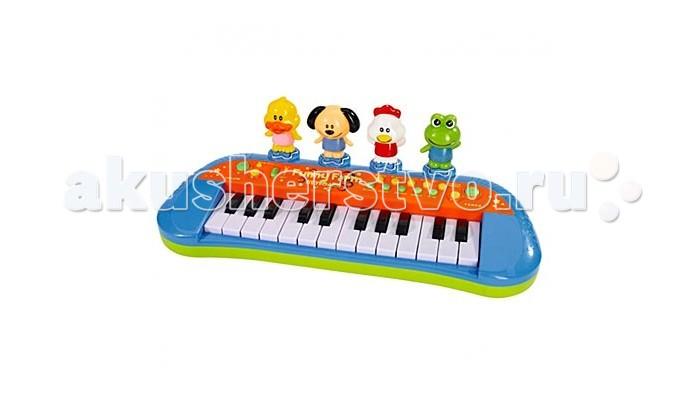 Музыкальная игрушка Simba Пианино Веселая фермаПианино Веселая фермаИгрушка Simba Пианино Веселая ферма познакомит ребёнка с такими стилями и музыкальными инструментами, как вальс, пианино, орган, самба, блюз, рок, виолончель). Ребёнок сможет создавать собственные мелодии, нажимая на первый ряд клавиш белого и чёрного цвета. Игрушка помогает развивать музыкальный слух, память, внимание, усидчивость и чувство прекрасного.  Для работы игрушки требуются батарейки: 3 х R6. Длина музыкального пианино 34 см. Для родителей предусмотрена возможность регулировки звука. Можно познакомить ребёнка и с понятиями «тихо», «громко», а также и обезопасить себя от очень громкой игрушки. Кроме того, можно выбрать и темп: быстрый или медленный. Все эти возможности помогут вам развивать и речь ребёнка, теперь он поймёт вас, когда вы попросите сказать что-то громко или быстро, медленно или тихо.  Но самое интересно в этом пианино для малышей, пожалуй, скрывается в последнем ряду, который представлен четырьмя весёлыми зверятами. Это курица, лягушонок, собачка и утёнок. На все фигурки можно нажимать и слушать природные звуки зверушек. Они как будто поют песенки, добавляя красок в любую музыкальную мелодию. Конечно, ребёнок быстро научится различать жителей природы по их голосам и внешнему виду.<br>