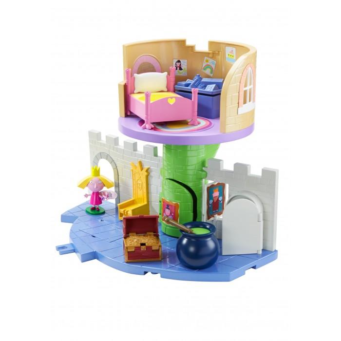 Бен и Холли Игровой набор Волшебный замок с фигуркой ХоллиИгровой набор Волшебный замок с фигуркой ХоллиBen And Holly Игровой набор Волшебный замок с фигуркой Холли. Принцесса Холли приглашает малышей поиграть в ее волшебном замке, где каждый предмет окутан магией!   Королевский трон двигается вверх-вниз, погреб открывается, и превращается в книгу заклинаний, а сундук с золотом имеет тайник! Откройте крышку ящика с игрушками на втором этаже, опустите туда Холли, и она, скатившись по тайному ходу, появится у входа в башню. Поверните ручку в котле с зельем, и наблюдайте, как автоматически открывается дверь холодильника и переворачивается картина на стене.   В наборе 4 предмета: замок размером 32 х 24,5 х 23 см, фигурка Холли высотой 6 см на подставке - с пластичными ножками и ручками, подвижной головой; кроватка (8 х 5,8 х 6 см), сундук с тайником (4,4 х 3,5 х 3 см).   Игрушки выполнены из высококачественного, прочного пластика. Товар сертифицирован и безопасен.   В волшебном замке играть так увлекательно!<br>