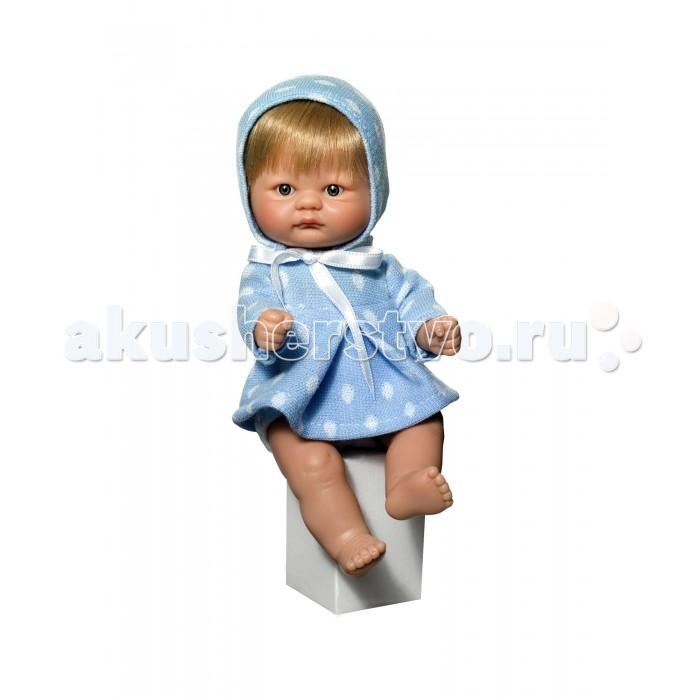 ASI Кукла - пупсик 20 см 2114057Кукла - пупсик 20 см 2114057ASI Кукла - пупсик 20 см 2114057  миниатюрная рыжеволосая малышка, сделана полностью из винила и одета в летнее платьице  голубой горошек с оборками и туфельки. Глазки не закрываются. волосы прошитые, короткие.  Пупсик упакован в красочную именную коробку испанского кукольного дома ASI.<br>
