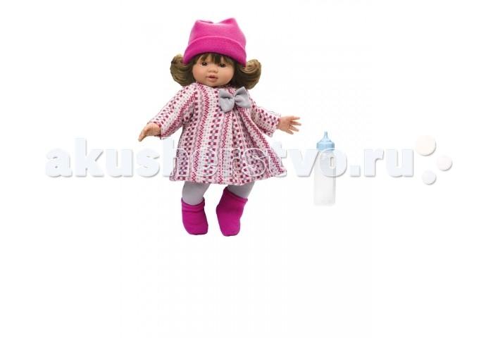 ASI Кукла Эмма 36 см 2430052Кукла Эмма 36 см 2430052ASI Кукла Эмма 36 см 2430052  У куклы Эммы симпатичное личико и очаровательный наряд.  Голова, руки и ноги у этой испанской куклы выполнены из винила, а тело из ткани с наполнителем. У Эммы пухленькие пальчики на руках и ногах, маленькие выразительные черты лица, живые глазки и розовые губки, приоткрытые в улыбке, придают ей особое очарование. У Эммы очаровательные густые волосики.  Одета куколка в яркое нарядное пальто. Образ дополняет шапочка цвета фуксии, которая отлично подчеркивает цвет волос этой малышки. Ботиночки яркие - по погоде.  Пупсик упакован в красочную именную коробку испанского кукольного дома ASI.Каждая куколка ASI выпускается ограниченным тиражом и расписывается вручную. Главный дизайнер Кукольного Дома Анжела Симон дважды в год обновляет коллекцию, предлагая новые образы и аутфиты.<br>