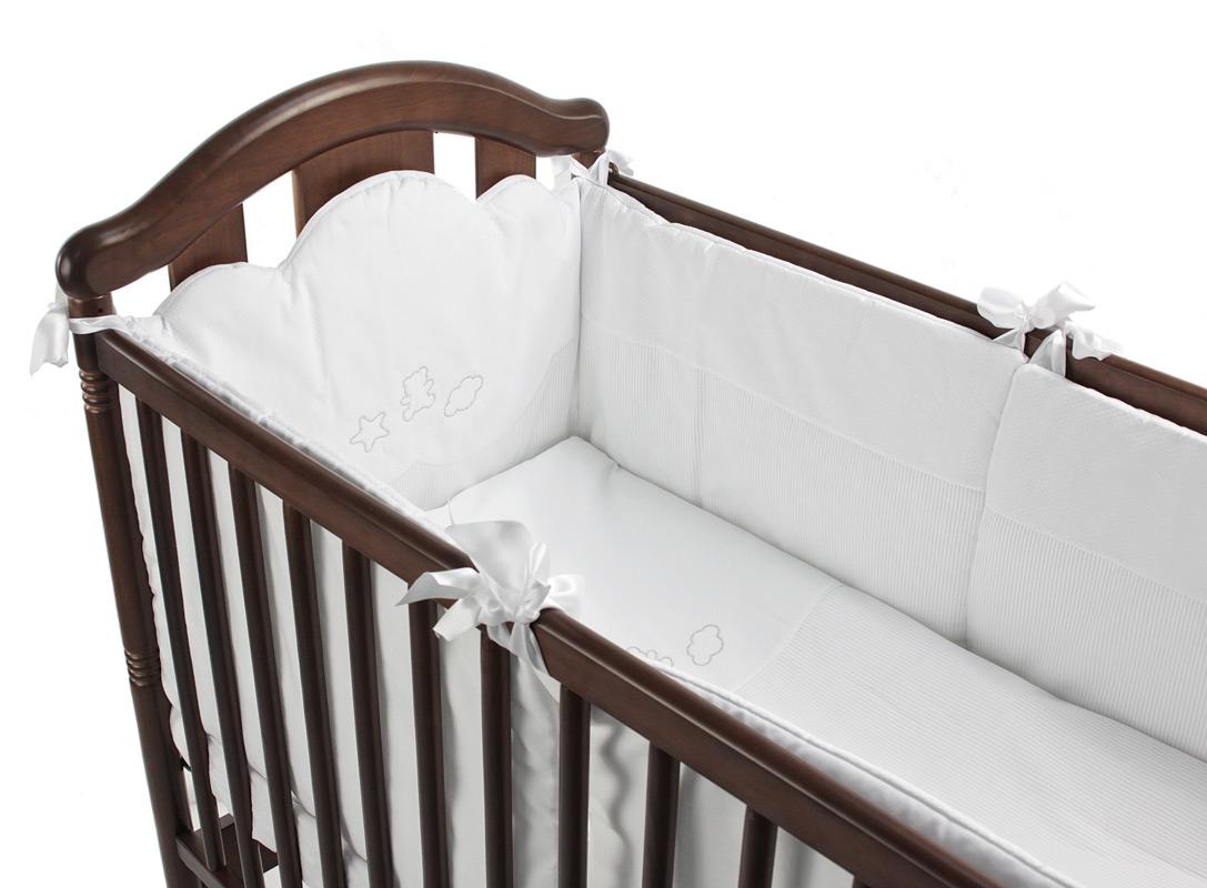 Комплект в кроватку Micuna Juliette Big 140х70 (6 предметов)Juliette Big 140х70 (6 предметов)Комплект постельного белья Juliette 140х70 6 предметов TX-1591  Натуральный хлопок самой тонкой выделки, мягкий и гипоаллергенный, не раздражающий самую чувствительную детскую кожу – текстильная коллекция Micuna создана специально для малышей.   Нежные и приятные на ощупь ткани окутают ребёнка заботой и будут охранять его покой в минуты чуткого сна. Текстильные комплекты и аксессуары выполнены из 100% хлопка, в качестве наполнителя для мягких бортов и подушечек используется холлофайбер. Это полиэстеровое волокно, скрученное в пружинки, более практично и обладает большей теплоизоляцией, нежели полиэстер.   Весь текстиль Micuna хорошо стирается и быстро сохнет, что особенно важно в первые месяцы жизни малыша.   В комплект входят: борт по всему периметру кроватки одеяло 100x135 см пододеяльник на молнии 100x135 см простынь на резинке 140х70 см подушка 40x60 см наволочка 40х60 см<br>