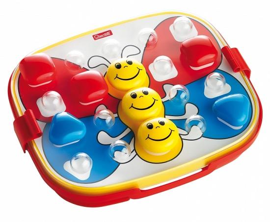 Quercetti Мозаика в чемоданчике Беби (24 элемента)Мозаика в чемоданчике Беби (24 элемента)Детская красочная, веселая мозаика Quercetti Беби, для самых маленьких, развивает мелкую моторику пальцев, цветовосприятие и творческие способности ребенка.   В набор входит:   доска  24 крупные фишки различной формы  6 цветных трафаретов.  удобный кейс для хранения фишек с ручкой для переноски.<br>