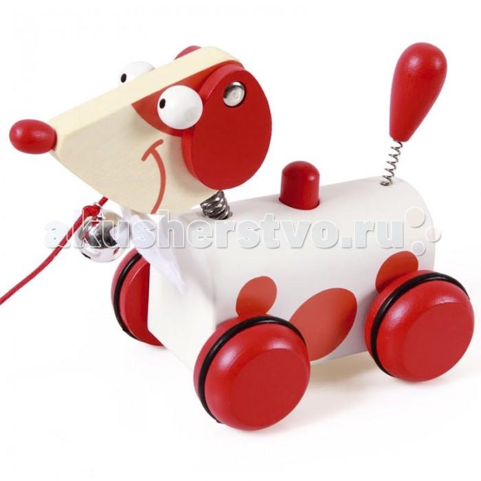 Каталка-игрушка Spiegelburg Каталка-собачка Джек 6181010Каталка-собачка Джек 6181010Spiegelburg Каталка-собачка Джек 6181010 - это отличная игрушка для малышей, которые только научились ходить. Она выполнена в виде очаровательного щеночка по имени Джек с красными деревянными колесиками и веревочкой, взявшись за которую, малыш сможет тянуть игрушку за собой. Шея собачки украшена галстуком в виде косточки и бубенчиком.  Каталка оснащена звуковым модулем. При нажатии на кнопку на спине собачки, раздастся веселая песенка. Голова и хвостик щенка оснащены пружинкой, они забавно покачиваются при движении. Все детали изделия очень высокого качества и изготовлены из безопасных для здоровья материалов. Ребенок непременно полюбит эту чудесную игрушку и с удовольствием будет везде брать ее с собой.<br>