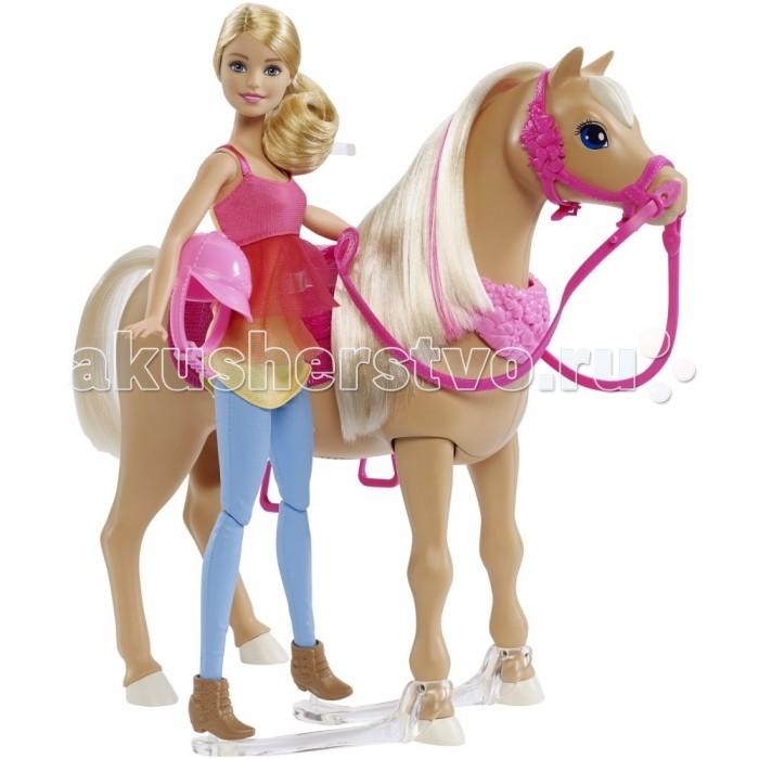 Barbie Игровой набор Барби и танцующая лошадкаИгровой набор Барби и танцующая лошадкаИгровой набор Барби и танцующая лошадка – просто отличный выбор для девочки.   Кукла Барби с длинными светлыми волосами одета в удобный костюм для верховой езды.   Двухцветная майка желтого и розового цветов, спереди имеет розовую прозрачную декоративную вставку в виде юбочки.  Голубые штаны отлично сидят на ее стройных ногах, обутые в коричневые полусапожки.  Пластиковая лошадь бежевого цвета имеет пушистую золотистую гриву с розовыми прядями. Гриву можно расчесывать. У лошадки есть ярко-розовое седло и уздечка.  Животное может танцевать, а также воспроизводить веселые мелодии.   Для игры требуются 4 батарейки типа ААА (в комплект не входят).   Игровой набор продается в красочной упаковке из плотного картона с элементами блистера.   Рекомендуемый возраст: от 3 лет.<br>