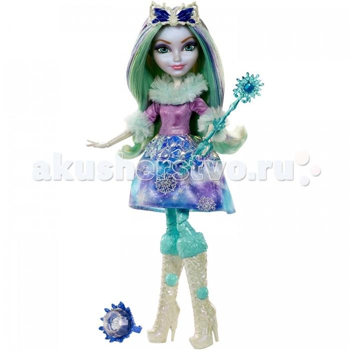 Ever After High Кукла Кристал ФинтерКукла Кристал ФинтерКукла Ever After High Кристал Финтер – дочка Снежной королевы.   Она одета в сказочный зимний наряд.  Лиловая блузка переливается блестками, меховой воротник и рукава с зеленоватым отливом хорошо дополняют пышную короткую юбку сине-голубого цвета, украшенную блестящими снежинками.  Светлые длинные волосы с закрученными кончиками имеют цветные пряди, окрашенные в синий и фиолетовый цвета.  Ноги куклы обуты в высокие белые сапожки с бирюзовыми вставками сверху и по бокам.  Голову украшает серебристо-синяя тиара.  В руке кукла может держать скипетр, входящий в комплект.  Также к кукле прилагается карточка.  В наборе есть маленький сюрприз для девочек – фиолетовое кольцо детского размера.   Высота куклы: 27 сантиметра.   Игрушка продается в красочной блистерной упаковке.   Рекомендуемый возраст: от 6 лет.<br>