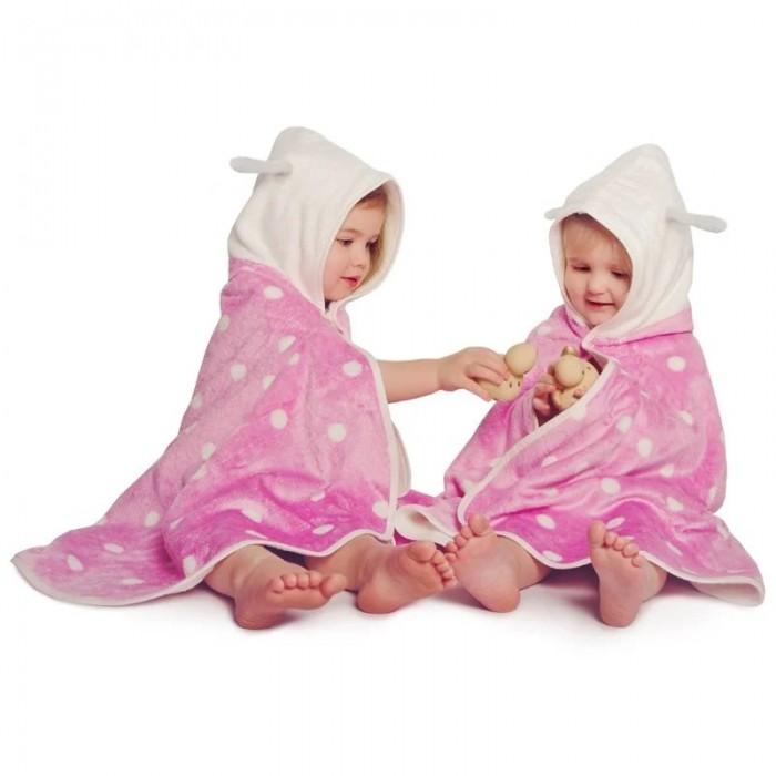 CuddleDry Накидка с капюшоном для малышей ГорошекНакидка с капюшоном для малышей ГорошекНакидка с капюшоном Cuddeldry  Приятное на ощупь двухслойное полотенце-пончо быстро впитывает влагу и не позволит малышу замерзнуть после ванны. Изготовленное из бамбукового волокна и органического хлопка, полотенце Cuddeldry шелковистое и мягкое, при этом оно на 60% лучше впитывает влагу, чем чистый хлопок, и обладает естественными антибактериальными свойствами. Капюшон впитывает влагу с волос ребенка и надежно сохраняет тепло. Кроме того, пончо в горошек выглядит очень нарядно и послужит отличным подарком ребенку!   Размер 65х125см.<br>