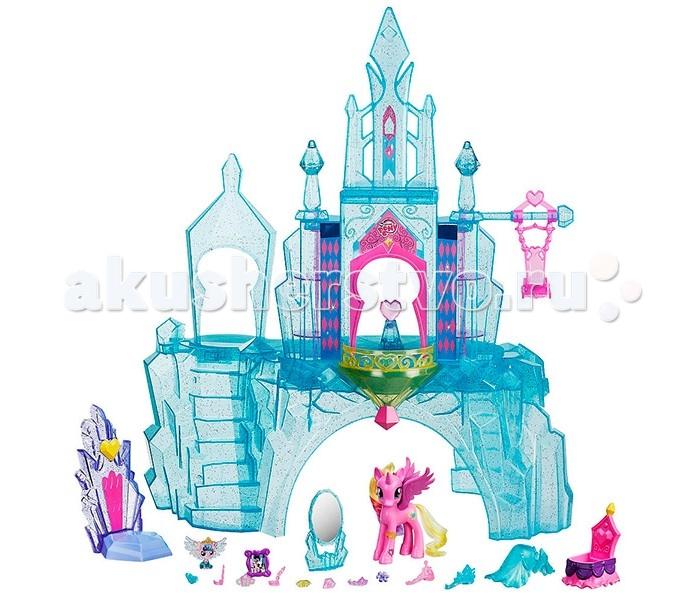 Май Литл Пони (My Little Pony) Кристальный замокКристальный замокПотрясающий кристальный замок пони-принцессы Каденс – мечта каждой маленькой поклонницы мультсериала «Дружба – это чудо!».   Это двухэтажный дворец из полупрозрачного сверкающего кристалла с башенками, лестницами, площадками для игр, вращающимися шкафчиками, тронным залом и качелями.   Также в наборе множество различных игровых аксессуаров – трон для принцессы Каденс, колыбель для её малышки, зеркальное трюмо, украшения. Центральная часть замка подсвечивается!  Набор включает две фигурки – пони Принцессы Каденс и малышки Фларри Харт, дочери Принцессы Каденс и единорога Шайнинг Армора.   На задней ножке Каденс Вы можете найти специальный код, который сканируется с помощью смартфона или планшета для получения дополнительных игровых возможностей в приложении My Little Pony Friendship Celebration.  Для работы подсветки необходимы 3 батарейки типа ААА («мизинчиковые»).<br>