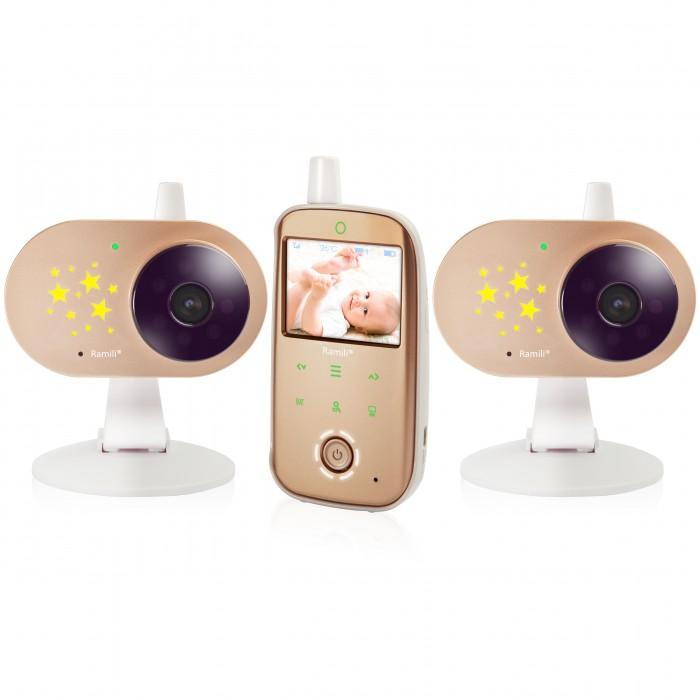 Ramili Видеоняня Baby RV1200X2Видеоняня Baby RV1200X2Ramili Видеоняня Baby RV1200X2 с двумя камерами оснащена всеми необходимыми функциями для комфортного удалённого наблюдения за ребёнком.  Особенности: Диагональ дисплея видеоняни составляет 6,1 см (2,4 дюйма). Оптимальная величина дисплея значительно увеличивает время работы видеоняни без подзарядки.  Дальность приёма составляет 300 метров. Используется современная цифровая технология передачи данных, поэтому связь между блоками стабильна и отличается высоким качеством. Благодаря этому обстоятельству существенно повышается безопасность и надёжность мониторинга. Особенно удобно использовать видеоняню Ramili Baby RV1200 во время прогулок или в загородном доме. Лёгкую и компактную камеру, оснащённую специальным механизмом складывания, возможно закрепить на козырьке коляски, на бортике манежа или кроватки. Камера оснащена встроенным аккумулятором, благодаря чему видеоняня отлично работает на улице, на балконе и в условиях отсутствия постоянного источника питания.  Автоматическое ночное видение. Ночник со звёздочками на детском блоке. Стабильная, защищённая цифровая связь. Качественное изображение и звук. Система подавления помех связи. Аккумулятор в родительском и детском блоках. Индикаторы уровня заряда каждого блока отображаются на экране. Оповещение о низком заряде. Динамическая система сохранения энергии (мощность передачи регулируется автоматически, зависит от расстояния между блоками). Оповещение о выходе их зоны приёма. Специальная конструкция крепления камеры для удобного размещения на бортике кроватки или манежа, а также на козырьке детской коляски. Двухсторонняя связь. Термометр в детском блоке для измерения температуры воздуха в детской. Значение отображается на экране родительского блока. Оповещение о выходе температуры за пределы заданного диапазона. Индикатор громкости плача (удобно при выключенном звуке). Возможность подключения до 4-х камер. Система активации видеоняни при обнаружении плача (VOX). Непр