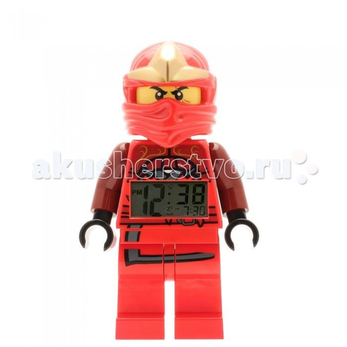 Часы Clic Time Будильник Lego Ninjago Jungle Ninja Kai 2015Будильник Lego Ninjago Jungle Ninja Kai 2015Будильник Лего серии Нинджаго - это не только функциональное устройство, но и оригинальный аксессуар, который великолепно украсит комнату ребенка.   Будильник, выполнен в виде пластиковой фигурки ниндзя Кая. У фигурки двигаются ноги и руки, она может принимать разные положения - сидеть, стоять и делать шаги..   На животе у нее установлен крупный и четкий дисплей, на котором большими цифрами демонстрируются текущее время и время срабатывания будильника.   Подсветка дисплея активируется при нажатии на голову фигурки.  Настраивается будильник 4 кнопками, расположенными на спине фигурки.  Для отключения сигнала имеется отдельная кнопка.  Будильник снабжен функцией отсрочки сигнала. Для работы игрушки требуются 2 батарейки ААА типа (есть в комплекте).<br>