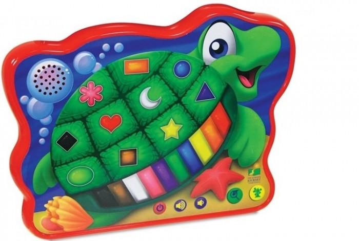 Развивающая игрушка Learning Journey Веселая морская черепашкаВеселая морская черепашкаLearning Journey Развивающая игрушка Веселая морская черепашка обязательно порадует каждого ребенка. Она обладает звуковыми и световыми эффектами и подходит для деток от 2 лет.  На теле черепашки расположено 23 сенсорных кнопочки, при нажатии на которые раздаются различные звуки и загораются огоньки. Игрушка позволяет в игре запоминать цифры.  Возраст: от 2 лет Эффекты: со световыми и звуковыми эффектами Особенности: 23 сенсорные кнопки.<br>