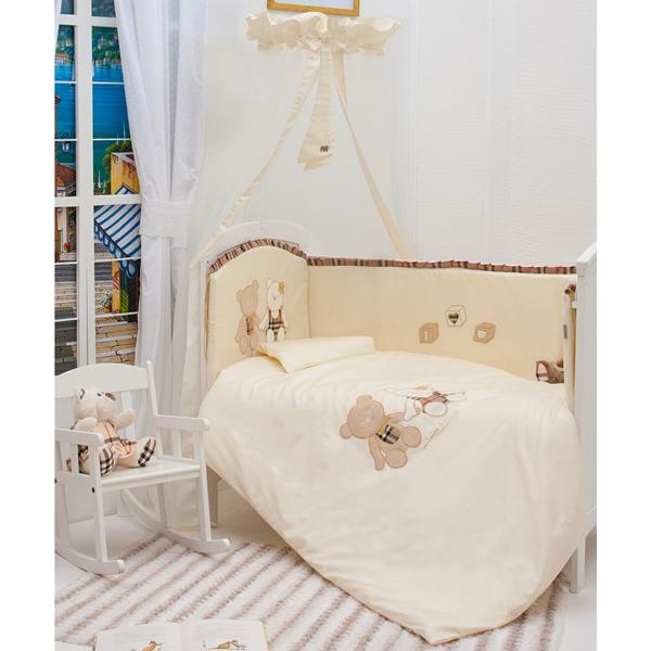 Комплект в кроватку Makkaroni Kids Trendy 125х65 (6 предметов)Trendy 125х65 (6 предметов)Комплект постельного белья Trendy Makkaroni Kids.  Материалы:  Ткань: САТИН (100% хлопок)  Наполнитель: Одеяло, подушка – бамбуковое волокно. Борт – холлофайбер. Декор: дизайнерская вышивка и аппликация.  Особенности:  Борт по всему периметру кроватки, со съемными чехлами, состоит из четырех частей, высота по периметру - 40 см, изголовье – 45 см. Наполнитель борта – холлофайбер, он совершенно не боится влаги, что говорит о его лучших гигиенических качествах. И - самое главное – в постельных принадлежностях из холлофайбера не заводятся клещи и прочая нежелательная живность.  Бортик от Makkaroni Kids прекрасно защитит вашего малыша от сквозняков пока он маленький, а когда ребенок подрастет и начнет самостоятельно вставать, предотвратит от возможных ушибов.  Большим преимуществом борта является съемные чехлы. Вы сможете его постирать и при этом не деформировать.  Верхняя ткань одеяла и подушки – 100% хлопок, наполнитель – бамбуковое волокно - обладает натуральными антимикробными свойствами, не вызывает никаких раздражений на коже человека, идеально подходит детям. Волокно из бамбука создаёт комфорт и обеспечивает здоровым и спокойным сном, регулирует температуру тела, обладает влагопоглощением, замечательной вентилирующей способностью. Размер одеяла позволяет продлить его использование до 5 лет.  Высота подушки, входящей в комплект - 2 см – оптимальная для головы новорожденного согласно современным исследованиям. Все постельные принадлежности в комплекте изготовлены из натурального САТИНА. Вы по достоинству оцените высокую износостойкость, надежность и долговечность этого текстильного материала. САТИН – полностью натуральный и экологически безопасный материал, прекрасно подходящий для комплектов постельного белья новорождённым детям. Простыню на резинке легко одеть на матрас без лишних складок.  Комплект из 6 предметов: Борт по всему периметру кроватки (съемные чехлы) 125х65  Подуш