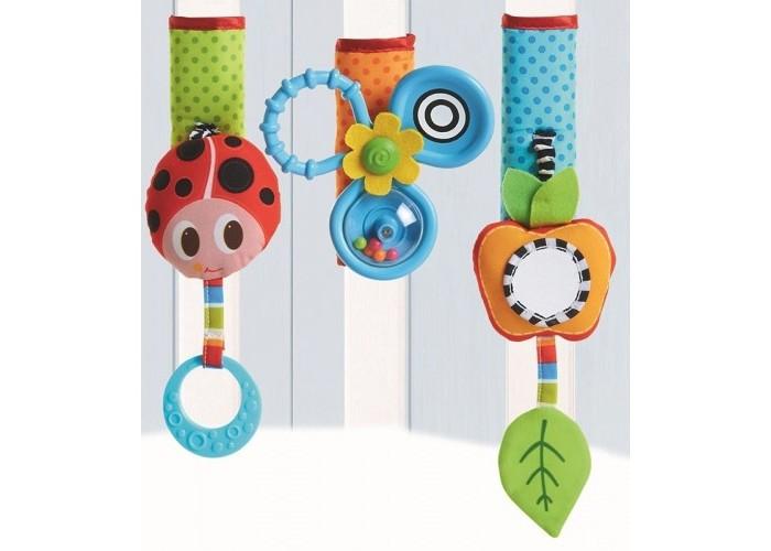 Подвесная игрушка Tiny Love Летняя полянкаЛетняя полянкаTiny Love Подвесная игрушка Летняя полянка  Комплект развивающих игрушек для колясок и детских манежей.   Вместо одной игрушки покупатель получаете сразу 3. Можно разместить их на одном уровне или прикрепите в разных сторон кроватки, что малыш постоянно двигался и развивал мышечный тонус и крупную моторику.   Широкая липучка делает игрушки универсальными и позволяет прикрепить их даже к самым широким бамперам колясок и перекладинам.   Развивающие элементы: мягкая божья коровка с прорезывателем Пропеллер-погремушка с кольцом для захвата яблочко с безопасным зеркалом, шуршащим листочком и функцией вибрации при оттягивании разные текстуры на каждой игрушке.<br>