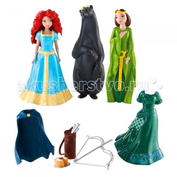 Disney Игровой набор Храбрая сердцем с мини-куклами - Принцесса Мерида и Элинор Мини-замок МеридыИгровой набор Храбрая сердцем с мини-куклами - Принцесса Мерида и Элинор Мини-замок МеридыИгровой набор Храбрая сердцем с мини-куклами  Принцесса Мерида и королева Элинор помимо куколок включает в себя необычные и любопытные аксессуары. Мини-кукла Мерида  Принцесса Диснея, входящая в комплект, может переодеваться в дополнительное платье.  Переодевание Мериды Disney происходит по технологии MagiClip. Она позволяет просто разжимать пластиковые наряды принцессы, как прищепки, и менять их одним движением.  Платье, которое уже надето на куклу - голубое с золотым, дополнительный наряд - зеленый. Также в наборе присутствует синий пластиковый плащ, который надевается на плечи куклы. Осталось дать куколке колчан и лук, которые тоже есть в наборе, и образ  Храброй сердцем Принцессы Диснея готов!  Не менее интересные манипуляции можно проводить с мини-куклой королевой Элинор. Фигурка медведицы, входящая в набор, - это своеобразный футляр для мини-куклы Элинор. То есть куколку можно полностью спрятать внутрь медведя. Тогда получится, что королева Элинор обратилась медведицей, как и было согласно сюжету мультфильма.  Мини-кукла Мерида Disney Princess обладает двигающимися конечностями, а фигурка королевы Элинор неподвижна. На Элинор можно увидеть красивое зеленое платье, которое не снимается. Волосы обеих кукол созданы из пластика, личики аккуратно прорисованы.<br>