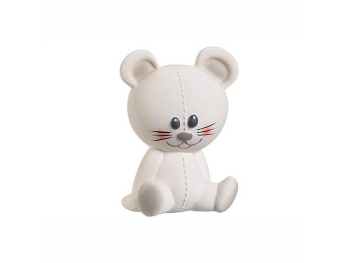 Развивающая игрушка Vulli Мышка Жозефина 200325Мышка Жозефина 200325Мышка Жозефина – уникальная развивающая игрушка от производителя каучуковых игрушек №1 в мире, компании SAS VULLI (France). Благодаря участию в разработке игрушки ведущих французских педиатров, игрушка не только поможет малышу снять зуд с воспаленных десен, но и будет способствовать развитию 5 органов чувств ребенка!    Осязание: мягкая поверхность SOFT TOUCH специально разработана для стимулирования осязания. Прикасаясь к игрушке, малыш чувствует материал особой текстуры, который на подсознательном уровне напоминает ему нежную мамину кожу и успокаивает малыша, развивает тактильные ощущения. Стимулирование осязания крайне важно для ребенка – оно является основой для развития речи и способности выражать мысли в более позднем возрасте.  Зрение: Контрастные цветные элементы на теле мышки научат малыша различать цвета, фокусировать зрение на мелких объектах разных форм и разовьют внимание, что поможет малышу успешнее познавать окружающий мир в дальнейшем.   Слух: при нажатии на мышку Жозефину, малыш услышит писк и будет учиться понимать причинно-следственную связь между действием (нажатием) и звуком. Мир звуков стимулирует поисковый рефлекс у ребенка, побуждающий изучать окружающий мир. Развитие поискового рефлекса крайне важно, ведь именно благодаря ему малыш учится принимать первые решения.  Моторика и координация: Форма, плотность, выступающие части – были специально разработаны для массажа ладошек малыша. Играя с мышкой Жозефиной, малыш будет стимулировать развитие нервных окончаний на кончиках пальцев и ладошках, научится хватать и сжимать окружающие предметы – разовьет хватательный рефлекс. Стимулирование нервных окончаний необходимо для развития нервных центров по всему телу малыша, особенно у мальчиков.  Обоняние: натуральный аромат каучука стимулирует органы обоняния – малыш научится отличать Жозефину от других игрушек. Умение различать и удерживать в памяти образы окружающих предметов и их зап