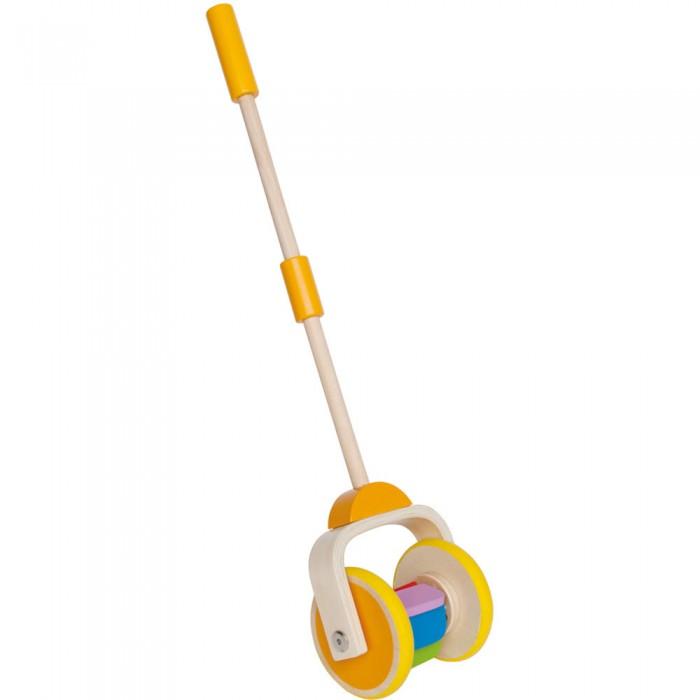 Каталка-игрушка Hape Радуга Е0344Радуга Е0344Игра с каталкой побуждает малыша к движению. Во время движения разноцветные пластинки перекатываются, издавая приятный звук. Во время игры ребенок сможет развить навыки крупной моторики, координации и равновесия.  Награды: Лучшая игрушка. Выставка игрушек в Оппенхайме 2012.<br>
