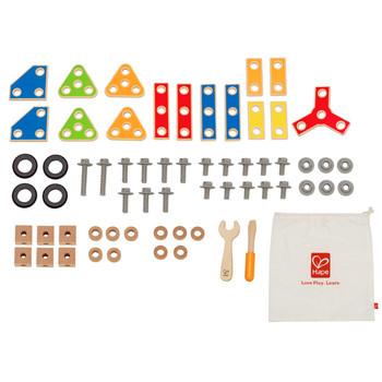 Деревянная игрушка Hape Конструктор Строитель Е3081Конструктор Строитель Е3081Конструктор научит малыша пользоваться винтиками, отверткой гаечным ключом и гайками, поспособствует тем самым развитию мелкой моторики.   Пошаговая инструкция содержит большое количество разнообразных моделей сборки. Когда малыш научится собирать все модели из инструкции, он сможет попробовать придумать новую модель самостоятельно.   62 детали в наборе.<br>
