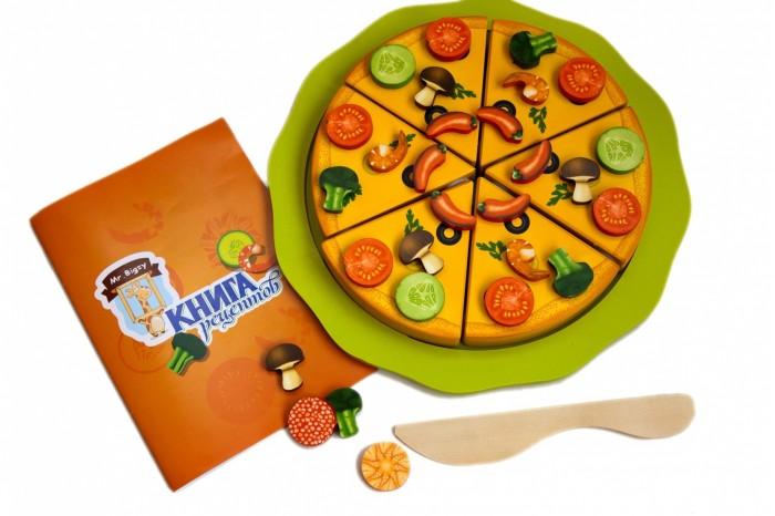 Mr.Bigzy Деревянный конструктор Пицца мастерицаДеревянный конструктор Пицца мастерицаMr.Bigzy Деревянный конструктор Пицца мастерица - это игра, предназначенная для развития мелкой моторики, воображения, внимания, творческого и логического мышления, обучения счету и формирования познавательной активности малыша.  Особенности: Пицца» представляет собой развивающую игрушку, использование которой является небессмысленным. Она нацелена на развитие мелкой моторики, логического и творческого мышления, стимуляцию игровой активности, позитивного отношения к коллективной и самостоятельной игре, она учит маленького человека принимать решения, взаимодействовать со взрослыми и одногодками, раскрывает творческий потенциал ребенка и формирует его социальную позицию (ведь именно в процессе игры впервые проявляются и формируются лидерские качества). Кусочки бекона и брокколи, креветки и помидорки, сыр и перец, а также массу других дополнительных деталей, оснащенных магнитом для крепления на «тесто», можно использовать не только для создания вкусностей, а и в качестве мозаики – в обучающих целях, помогая малышу развиваться, играя.  В комплекте: пицца, состоящая из 6 отдельный кусочков, соединенных при помощи липучек; элементы для украшения пиццы — 66 разноцветных и невероятно аппетитных ингредиентов; элементы для того, чтобы правильно подать пиццу к столу – ножик (деревянный) и поднос; книга рецептов, помогающая разнообразить занятия с ребенком. Диаметр пиццы в собранном виде: 21 см. Диаметр тарелки: 28 см. Диаметр элементов украшения: 3 см. Длина ножичка: 19,5 см.<br>