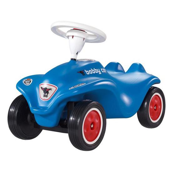 Каталка BIG New Bobby CarNew Bobby CarСтильный автотранспорт для маленького путешественника разовьет мышцы ног ребенка и сделает игру увлекательной.  Особенности:   для детей от 1 года  эргономичный дизайн  низкий центр тяжести для безопасного вождения  имеет четкое управление, передние колеса поворачиваются при помощи руля  звуковой сигнал на руле  экстра-широкие шины обеспечивают хорошее сцепление и защищены специальной резиновой смесью, что обеспечивает тихий звук при езде  спереди у машинки имеются крепления, поэтому к ней можно привязать веревочку, чтобы катать ребенка  нагрузка до 35 кг  Материал: высококачественный пластик, не боится атмосферных осадков и перепада температур<br>