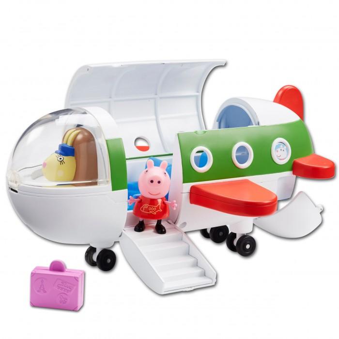 Свинка Пеппа (Peppa Pig) Игровой набор Самолет с фигуркой ПеппыИгровой набор Самолет с фигуркой ПеппыСвинка Пеппа отправляется в отпуск на самолете. Положив 2 чемодана в багажное отделение, она поднимается по спущенному трапу и комфортно размещается в трехместном салоне, каждое кресло которого создано для Пеппы и ее друзей. Двери закрываются, и самолет отправляется с новый игровой рейс по волнам фантазии вашего малыша, во время которого кроха будет развивать воображение, координацию движений, речевые навыки и многое другое.  В наборе Самолёт с фигуркой Пеппы 4 предмета: самолет на колесиках с тремя сидениями, фигурка Пеппы с подвижными ручками и ножками; 2 чемоданчика. У самолёта с иллюминаторами и спускающимся трапом открываются крыша, багажное отделение и кабина пилота.  При помощи поворотного механизма пилота в кабине можно поменять на вашего любимого героя. Игрушки выполнены из качественного пластика.<br>