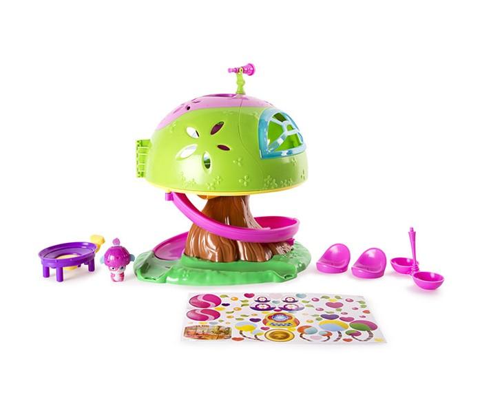 Popples Малыши-прыгуши Игровой набор Дом на деревеМалыши-прыгуши Игровой набор Дом на деревеPopples - это серия оригинальных малышей-прыгушей и игровых наборов. Забавные малыши выглядят очень ярко и привлекательно, их уникальность заключается в том, что они умеют трансформироваться в шарики!  Дом на дереве - это замечательный игровой набор, с которым игра с Поплс станет еще более интересной и увлекательной! Так, например, малыши-прыгуши совсем не против прокатиться с горки - ведь это так весело!   В комплект входят фигурка малыша-прыгуша и трамплин. Поместите на него фигурку, нажмите на рычажок - и она взлетит!<br>