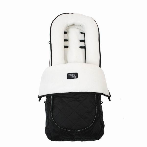 Демисезонный конверт Valco baby Footmuff WhiteFootmuff WhiteКонверт Deluxe Footmuff это универсальный аксессуар совместимый со всеми колясками Valco Baby а также других брендов. Конверт легко модифицируется для использования в любой сезон. Накидку на молнии можно открыть для вентиляции, или полностью отстегнуть оставив только флисовую подкладку на сиденье коляски.  Валик для поддержки головки предназначен для новорожденных. Валик можно легко полностью отстегнуть, когда он перестанет быть нужным.  Характеристики: подходит для всех колясок Valco Baby расстегивается на молнию есть вентилируемое окошечко на внешней стороне есть мягкие подголовник для новорожденных, который будет фиксировать голову малыша высококачественные ткани водонепроницаемый верх теплый и мягкий внутри можно стирать в стиральной машине<br>