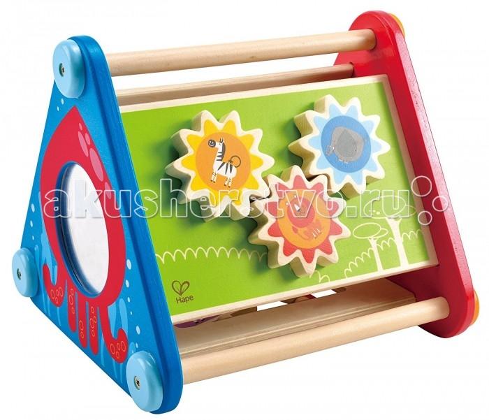 Деревянная игрушка Hape Головоломка Е0434Головоломка Е0434Развивающая головоломка Hape имеет форму треугольной призмы. На каждой стороне игрушки много интересного.   На одной из сторон помещен лабиринт, по которому передвигаются фигурки животных.   На другой - три вращающиеся детальки с изображением африканских животных. Также тут есть вращающиеся таблички, правильно расположив их, можно получить петуха или лошадку, овечку или поросенка.   На одном из треугольных оснований смотрит сова своими крутящимися глазами, а на другом расположено зеркало.  Что поможет развить занятие с игрушкой и чему научит: развивает моторику рук  развивает логику  учит основам счета  учит различать цвета и формы  помогает познавать окружающий мир<br>