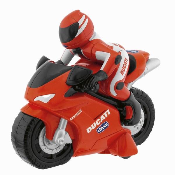 Chicco Турбо-мотоцикл Ducati 1198 rcТурбо-мотоцикл Ducati 1198 rcПервый мотоцикл Ducatti с интуитивным управлением: для изменения направления движения необходимо всего лишь повернуть пульт управления в нужную сторону.  Мотоцикл рычит и движется в шести направлениях, а пульт дистанционного управления можно держать как настоящий руль с обтекателем,Читать подробнее приборной панелью и клаксоном.   Питание: 6 АА х 1,5V (нет в комплекте) Радиочастота: 40.665 MHz Размер в упаковке: 36х18х29 см<br>