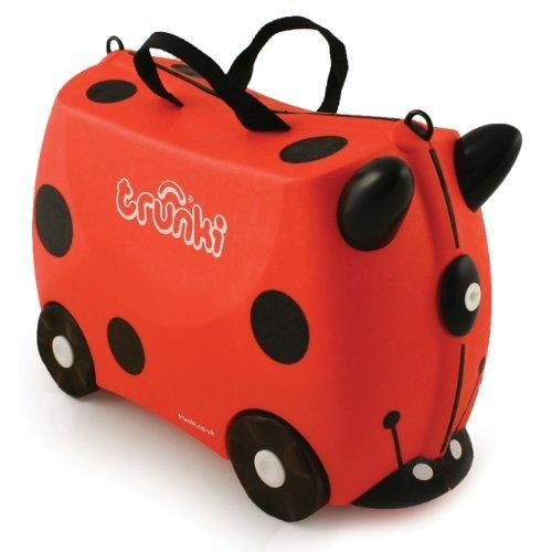 Trunki Чемодан на колесах Божья Коровка HarleyЧемодан на колесах Божья Коровка HarleyКрасочный и яркий чемодан для детских вещей.  Имеет очень прочную конструкцию, что позволяет использовать его, не только как обычный чемодан, но и как каталку. Имеет седлообразное основание для удобства вашего малыша. Теперь поездка и ожидание не будет таким утомительным.   Особенности чемоданов Trunki: предназначен для перевозки и хранения вещей и игрушек Вашего ребенка может быть использован как каталка для ребенка имеет прочный ремешок, что позволит катать родителям ребенка за собой выполнен в виде красочных и ярких персонажей, что очень понравится Вашему малышу  Станет прекрасным подарком!   Имеет 2 ручки для переноски.   Размеры чемодана 46 х 20,5 х 31 см. Размеры позволяют брать чемодан в самолет как ручную кладь.  Вес 1,7 кг   Внутренний объем 18 литров<br>