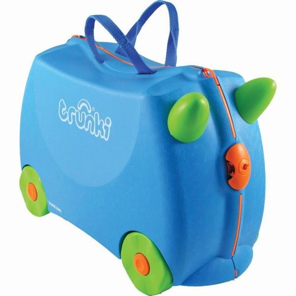 Trunki Чемодан на колесах TerranceЧемодан на колесах TerranceКрасочный и яркий чемодан для детских вещей.  Имеет очень прочную конструкцию, что позволяет использовать его, не только как обычный чемодан, но и как каталку. Имеет седлообразное основание для удобства вашего малыша. Теперь поездка и ожидание не будет таким утомительным.   Особенности чемоданов Trunki: предназначен для перевозки и хранения вещей и игрушек Вашего ребенка может быть использован как каталка для ребенка имеет прочный ремешок, что позволит катать родителям ребенка за собой выполнен в виде красочных и ярких персонажей, что очень понравится Вашему малышу  Станет прекрасным подарком!   Имеет 2 ручки для переноски.   Размеры чемодана 46 х 20,5 х 31 см. Размеры позволяют брать чемодан в самолет как ручную кладь.  Вес 1,7 кг   Внутренний объем 18 литров<br>