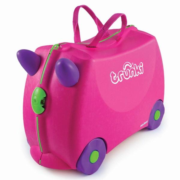 Trunki Чемодан на колесах TrixieЧемодан на колесах TrixieКрасочный и яркий чемодан для детских вещей.  Имеет очень прочную конструкцию, что позволяет использовать его, не только как обычный чемодан, но и как каталку. Имеет седлообразное основание для удобства вашего малыша. Теперь поездка и ожидание не будет таким утомительным.   Особенности чемоданов Trunki: предназначен для перевозки и хранения вещей и игрушек Вашего ребенка может быть использован как каталка для ребенка имеет прочный ремешок, что позволит катать родителям ребенка за собой выполнен в виде красочных и ярких персонажей, что очень понравится Вашему малышу  Станет прекрасным подарком!   Имеет 2 ручки для переноски.   Размеры чемодана 46 х 20,5 х 31 см. Размеры позволяют брать чемодан в самолет как ручную кладь.  Вес 1,7 кг   Внутренний объем 18 литров<br>