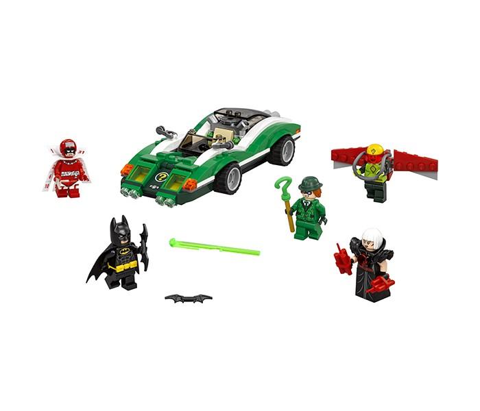 Конструктор Lego Batman Movie 70903 Гоночный автомобиль ЗагадочникаBatman Movie 70903 Гоночный автомобиль ЗагадочникаКонструктор Lego Batman Movie 70903 Гоночный автомобиль Загадочника состоит из 254 деталей.  В наборе: 254 детали 5 минифигурок автомобиль Загадочника дельтаплан На минифигурку Бэтмена надета маска, пояс и тканевый плащ, а в руках у него по бэтарангу. У минифигурки есть 2 выражения лица: серьёзное и удивленное. Бэтмену противостоят 4 злодея.  Загадочник, который умеет загадывать и разгадывать различные загадки. Его минифигурка одета в зеленый костюм и шляпу, а в руке оружие - трость в форме вопросительного знака. У него 2 выражения лица: хитрое и недовольное.  У Загадочника есть гоночный автомобиль зелёного цвета. Детали на передней части корпуса поднимаются. Между передними фарами под деталью с изображением вопросительного знака скрываются 2 декоративные пушки. Задняя часть корпуса так же подвижна. В салоне автомобиля установлено 2 скрытых пружинных шутера.  Кайтмен в зеленом костюме и желтом шлеме с красным визором. У него 2 выражения лица: довольное и злое. У Кайтмена есть дельтаплан с подвижными красными крыльями.   Сорока, которая любит драгоценности. Украденное она заменяет на бомбы. У её минифигурки слитная нижняя часть туловища, надеты мощные наплечники в виде крыльев и  есть 2 выражения лица: довольное и злое. В руках динамитные шашки.  Календарный Человек, который совершает преступления в определенные значимые даты. На его минифигурку надет плащ и воротник в виде календаря, а на голове красный шлем.<br>