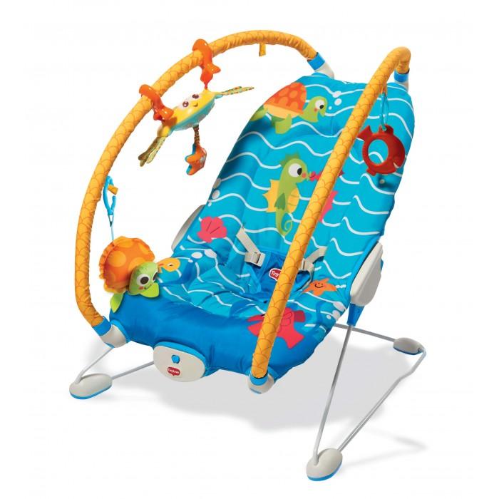 Tiny Love Баунсер Подводный мирБаунсер Подводный мирTiny Love Баунсер Подводный мир с режимом вибрации и съёмными дугами, на которые крепятся игрушки: крабик с интерективным режимом, со звуковыми и световыми эффектами, Черепашка-погремушка и прорезыватель-рыбка для зубок.  Особенности: Баунсер Подводный мир рассчитан для малышей от 3-х месяцев и весом до 11 кг. Согласно международному стандарту о безопасности игрушек EN71. С этим креслом малыш охотно отправится в увлекательнейшее путешествие: послушает музыку, покачается, познакомится с экзотическими животными Режутся зубки? Можно почесать десенки и погрызть прорезыватель. Устал и хочется спать? Укачивающий вибромассаж настроит на спокойный сон Баунсер Подводный мир имеет 2 положения спинки: лежа и полусидя, что учитывает особенности детского позвоночника. И уникальную систему подвижных арок для активной игры и всестороннего развития ребенка, а веселые и забавные зверята развеселят ребенка во время игры Кресло подходит как для сна так и для игры, а кроме того оно очень удобно для кормления, пока ваш малыш не научился самостоятельно сидеть. Ремень безопасности крепко удержит малыша в массажном кресле c вибрацией. Все погремушки легко снимаются. Музыкальный краб-светлячок можно использовать как мобиль. Чехол легко стирается в стиральной машине 2 положения наклона кресла (сидя и полу лежа) Устройство вибрации ( не вызывает привыкания и не влияет на вестибулярный аппарат) Сьемные игрушки Уникальная система подвижных арок(дуг) для активной игры и всестороннего развития ребенка Сьемные дуги с петлями для игрушек Мягкий чехол из гипоалергенных материалов Ремни безопасности Противоскользящие ножки Возможность укачивания Допустимая нагрузка до 11 кг Интерактивная игрушка – Краб в комплекте (звуковые и световые эффекты)<br>